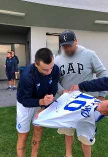 Mykola Shaparenko autogramm on the shirt